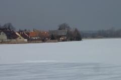 Zasněžený loděnický rybník...