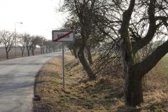 Stále silnice přes Vašírov směrem na Lány...